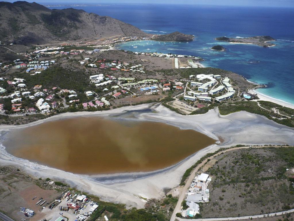 L'étang de Chevrise vu du ciel | Aerial view of Chevrise Pond
