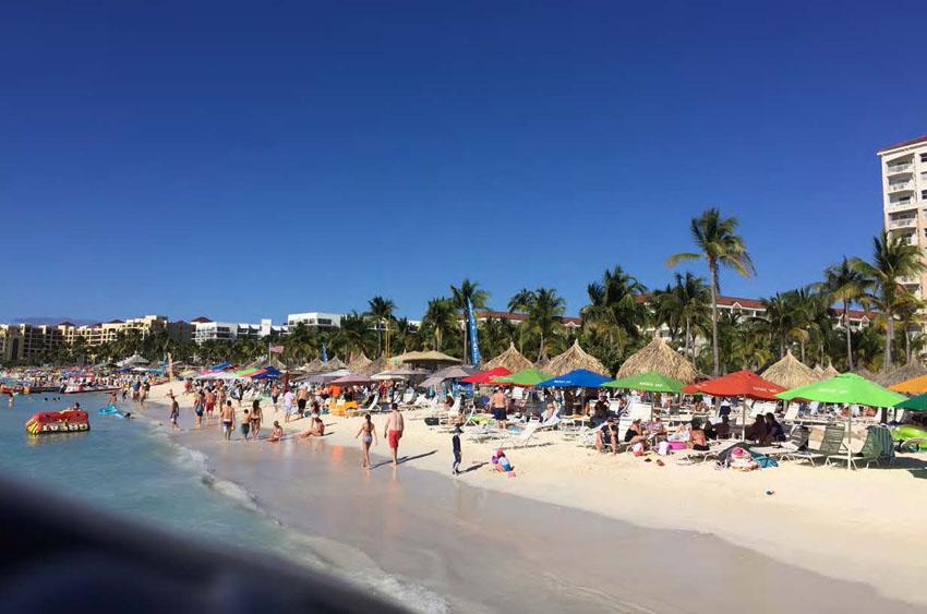 Aruba est une île très touristique - Aruba is a highly touristic island © Romain Renoux