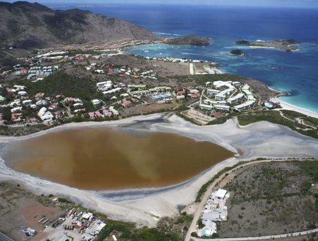 L'étang de Chevrise vu du ciel   Aerial view of Chevrise Pond