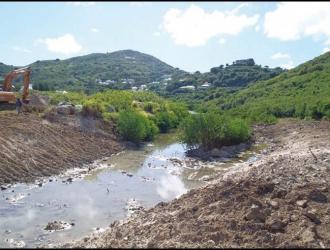 Après – En 2012, le remblai a été enlevé, mais il reste à replanter plusieurs espèces végétales