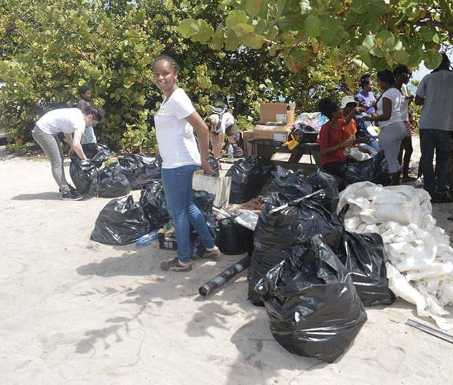 Nettoyage de la plage de Grandes Cayes | Cleaning of the Grandes Cayes beach
