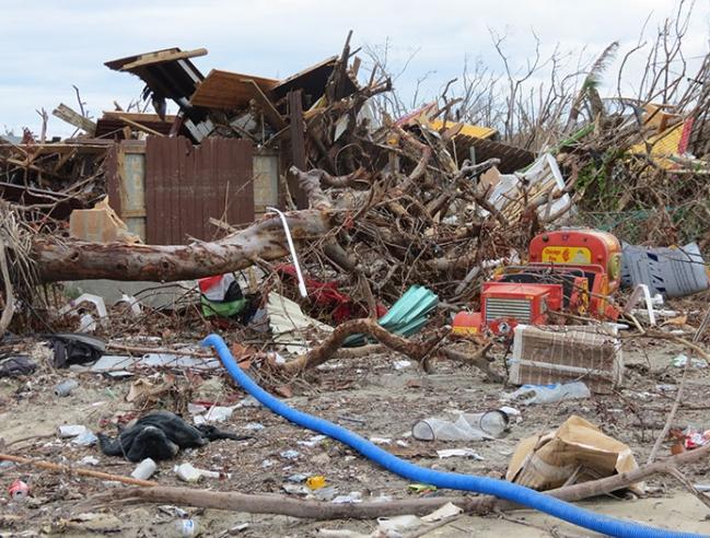 Déchets près de Club Orient - Debris next to Club Orient