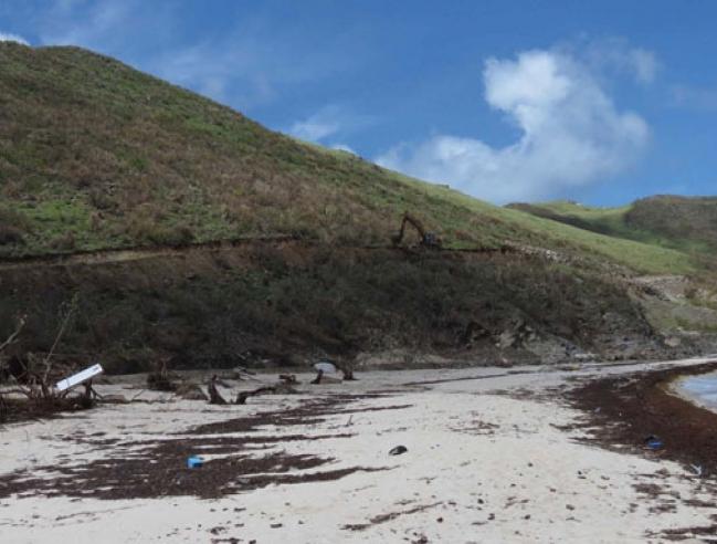 La nouvelle route vers l'écosite, à flan de colline - The new road towards the eco-site (ex dump) up on the hill