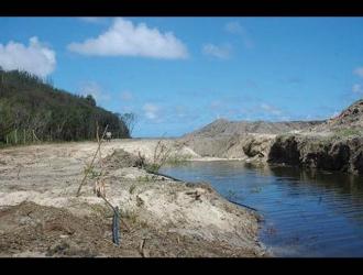 Avant – En 2009, mise en place d'un remblai et défrichement de la mangrove