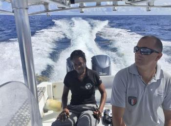 Ashley Daniel en patrouille en mer avec son collègue Steeve Ruillet | Ashley Daniel patrolling at sea with her colleague, Steeve Ruillet