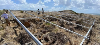 Panneaux solaires sur l'îlet Pinel - Solar Panels on Pinel Islet