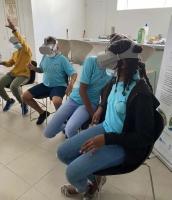 - La sixième AME du collège Soualiga en visite dans les locaux de la réserve naturelle a bénéficié d'une plongée virtuelle sur les récifs coralliens de Saint-Martin. - The sixth grade AME class from Soualiga Middle School visited La Réserve Naturelle and took a virtual dive around the coral reefs of Saint Martin.
